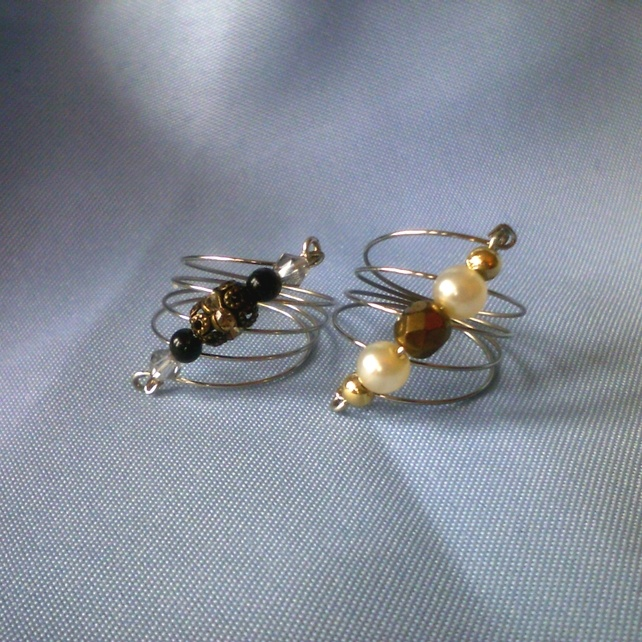 different take on memory wire rings (from folksy.com) (not a how-to, though artist said they used a bar between the two ends with bead to keep the fan shape)