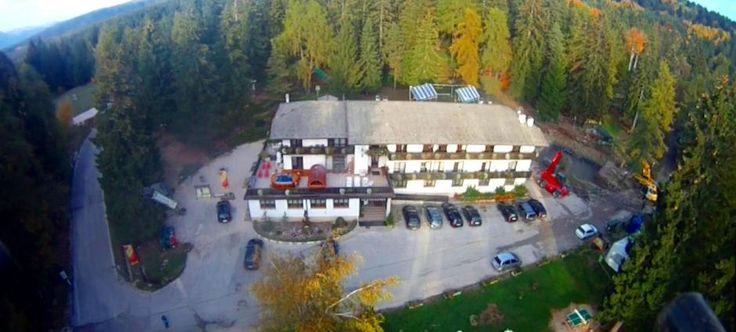 Una visuale dall'alto del nostro grande Sores: #Ristorante, #bar, #family #hotel, #parcoavventura #sorespark e una grande #accoglienza #famigliare       - Hotel Rifugio Sores