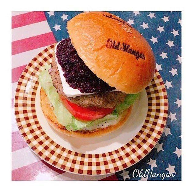 . . 大好評 「B.B.Bバーガー🍔✨」 . . . 新感覚な味わい💪 是非お試しあれ🇺🇸 . . 本日通常営業です😊 . . #oldhangar#hamburger#handmade#American#diner#lunch#dinner#party#birthday#pancake#fashion#country#Frenchbulldog#オールドハンガー#ハンバーガー#レストラン#カフェ#ペット#愛犬#ペット同伴#ドッグカフェ#二次会#パーティー#バースデー#パンケーキ#サプライズ#デート#山梨#ツーリング#ランチ *