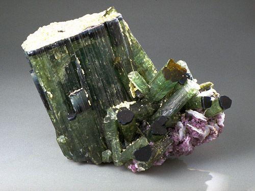 """Incredibile ma vero: la Tormalina è una """" pietra magica"""" che protegge la salute di chi la indossa"""