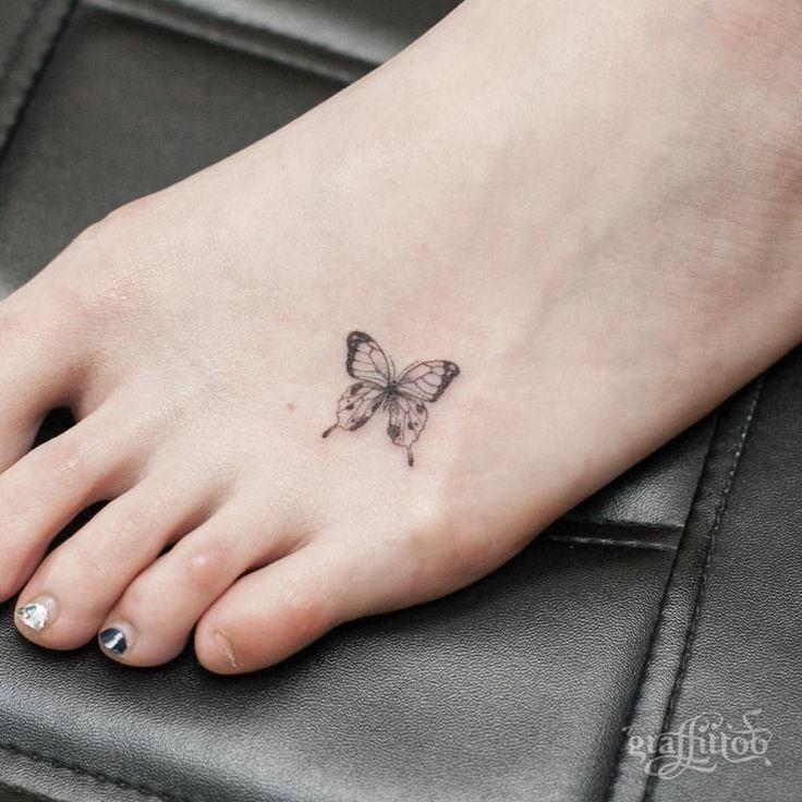 발등에 앉은 작은 나비 :) - #타투 #그라피투 #타투이스트리버 #디자인 #그림 #디자인 #아트 #일러스트 #tattoo #graffittoo #tattooistRiver #design #painting #drawing #art #Korea #KoreaTattoo #butterfly #나비
