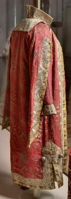 """Costume fancy graphs AA Bobrinsky (""""Boyar XVII."""") Russia, St. Petersburg (?). 1903 Visit the sections: ∙ Veale. Princes, princesses and others. Kaftan top silk, brocade, metallic lace, silver, copper, gold thread; embroidery, weaving, molding Back length 145.0 Post. in 1952 from the Soviet peoples GME Inv. Number EFV-13038, SW-1693 Kaftan lower brocade, silk and gold thread, metal; embroidery, weaving, molding Back length 121"""