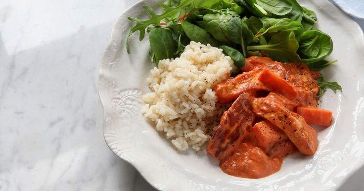 En vegetarisk variant på klassikern korv stroganoff, här med halloumi istället för korv. En riktig hit inte bara för dig som är vegetarian.SmartPoints per portion: 11