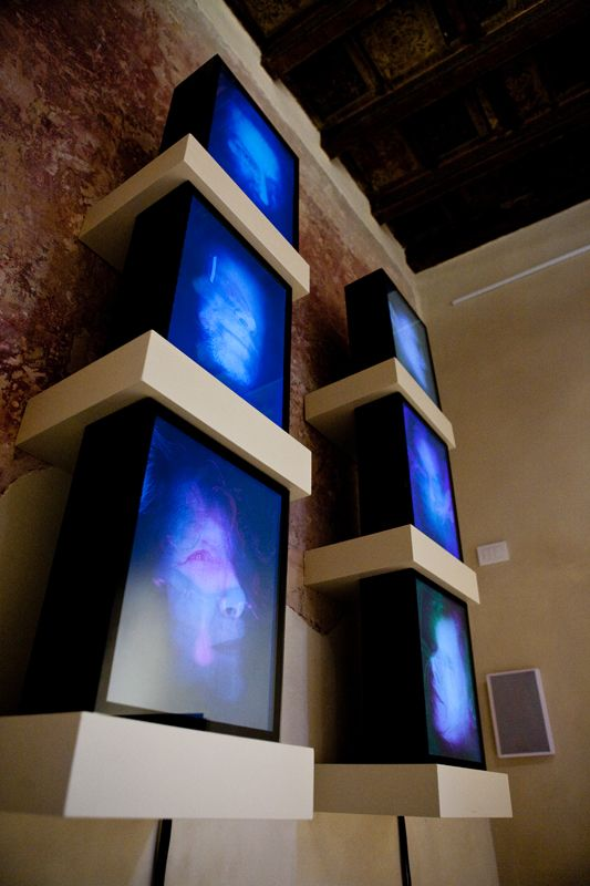 LIVING SHROUDS Installazione di 6 quadri elettronici serie MD-SYSTEMS19. Settembre 2009 T PALAZZO Parma