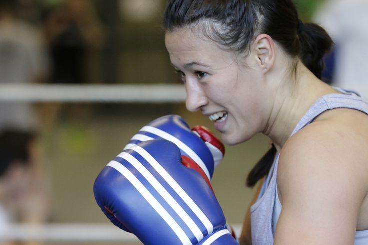 Der Welt-Boxverband AIBA plant, dass ab 2017 auch die Frauen ohne Kopfschutz in den Ring klettern sollen.