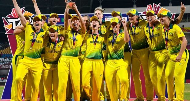 Australia Thrashed England To Win 4th Women S T20 World Cup Sports Mirchi With Images World Cup World Cup Winners Heather Knight