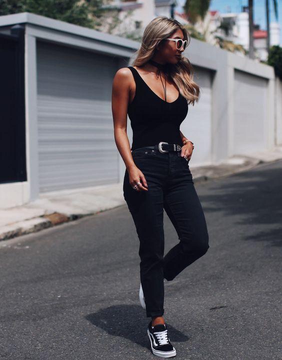 30 outfits para você usar com seu Vans preto -  GuitaModa. Regata preta 42c630e9254