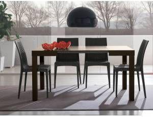 Square Tavolo allungabile in legno -Tavolo quadrato allungabile con gambe in legno massello.  Disponibile nelle versioni:  laccato bianco con piana/allunghe in melaminico bianco poro aperto  verniciato wengé con piana/allunghe in melaminico rovere moro poro aperto  Dimensioni:  L.85+37,5+37,5 P.75 H.75  Prodotto interamente realizzato in Italia