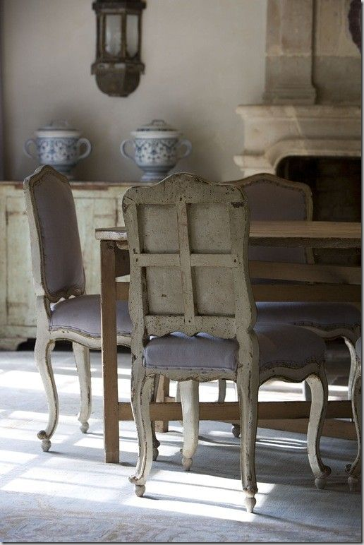 Breathtaking interior design inspiration in #FrenchCountry dining room with antiques from #ChateauDomingue