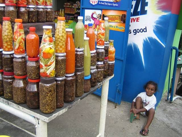 Trinidad kennenlernen  Look at all that pepper sauce. :)