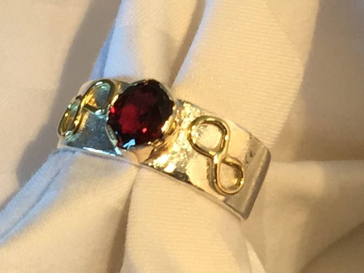 Red Spinel, gold and silver ring. by Belenijewellery on Etsy