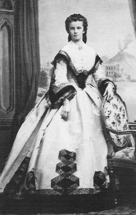 Gräfin Mathilde von Trani, Prinzessin von Bourbon-Sizilien, geborene Herzogin in Bayern. Tochter von Herzog Max in Bayern und Prinzessin Ludovika von Bayern. (* 30. September 1843 in Possenhofen; † 18. Juni 1925 in München)