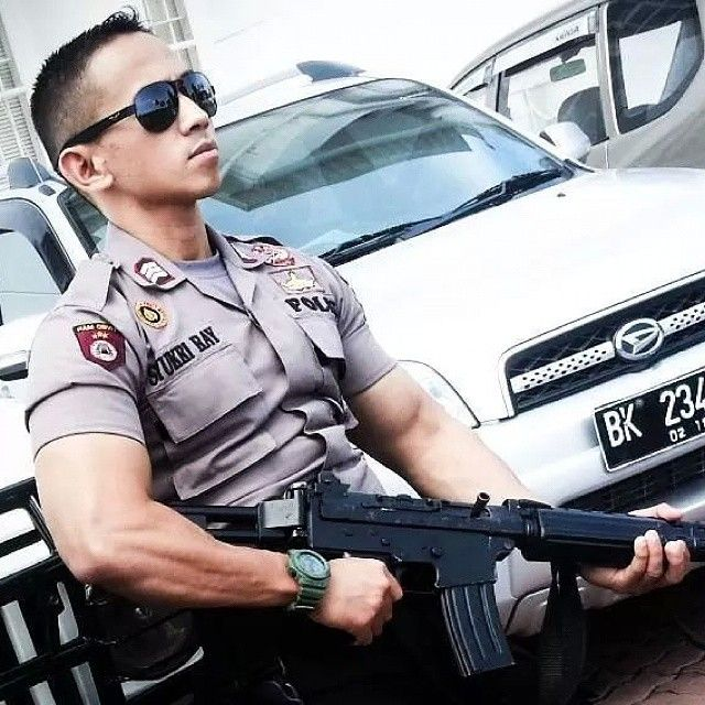 Police and gun #police #polisi #gun #instalike #instapolisi #instagood #polisiganteng #ganteng #instaboy #instaman #pose #car #jakarta #bandung #medan #likeforlike #instasunda #indonesia