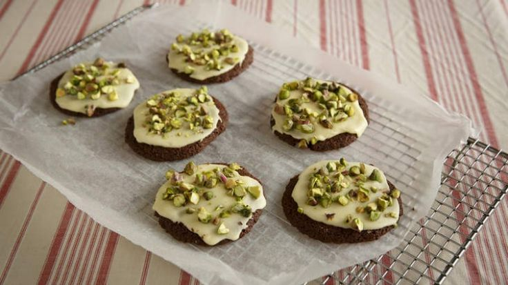 Malted milk cookies with pistachios