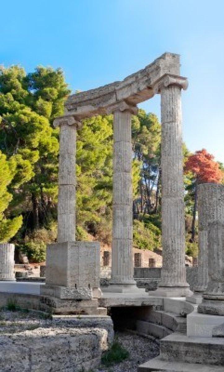 Antiguas ruinas de la Philippeion en Olimpia, Grecia vista detallada de la Philippeion, mostrando la construcción de la crepidoma