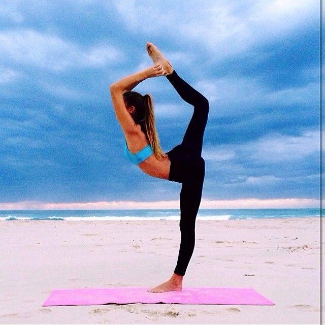 Красивые картинки йоги на пляже от @Sjanaelise   #Summertime #beach #friendship #sea #vocation #девочки #девочкитакиедевочки #всенаморе  #йога #гибкость #растяжка