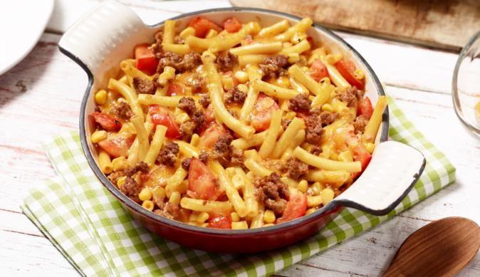 Draußen ist es kalt und nass? Probiere den leckeren Maccaroni-Hack-Auflauf - genau das Richtige an kalten Wintertagen! MAGGI wünscht Guten Appetit!