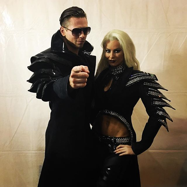 wwe @mikethemiz and @marysemizanin look to show that they are the TRUE power couple! #WrestleMania  2017/04/03 10:12:06