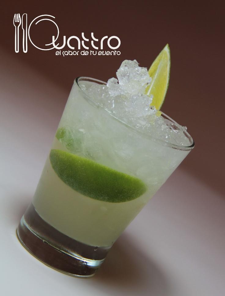 desde Brasil directo a tu evento, la Caipirinha. #quattroperu  #cocteles #tragos #peru #fiesta #reunion #shower