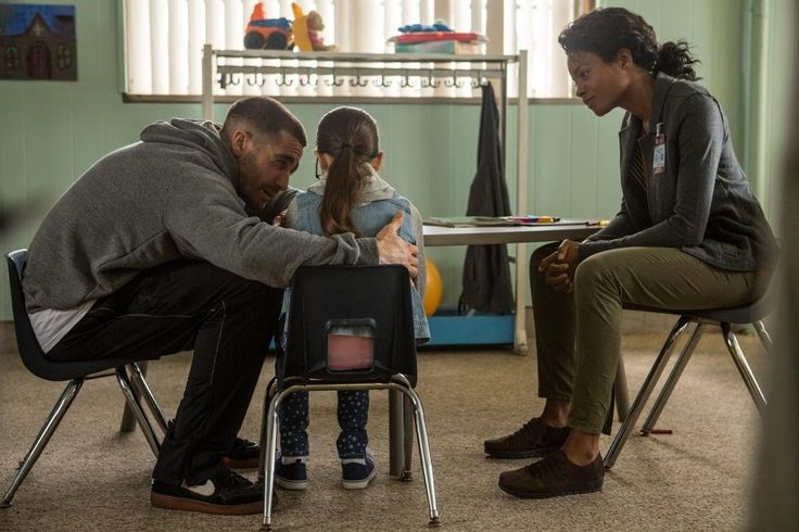 Still of Jake Gyllenhaal, Naomie Harris and Oona Laurence in Southpaw (2015) http://www.movpins.com/dHQxNzk4Njg0/southpaw-(2015)/still-2998396928