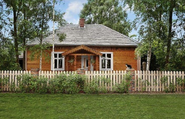 Și-au făcut casă nouă dintr-una veche de lemn recuperată
