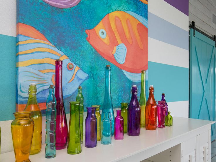 We love the fun and radiant colours of Limefish. The authentic furnishings and charming pieces of art make this house on Anna Maria Island so desirable for the perfect holiday.