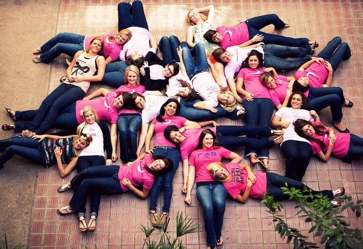 13 Cute Pictures to Take With Your Sorority Sisters | Her Campus! I see our amazing alumni in here! Go GPHIB!