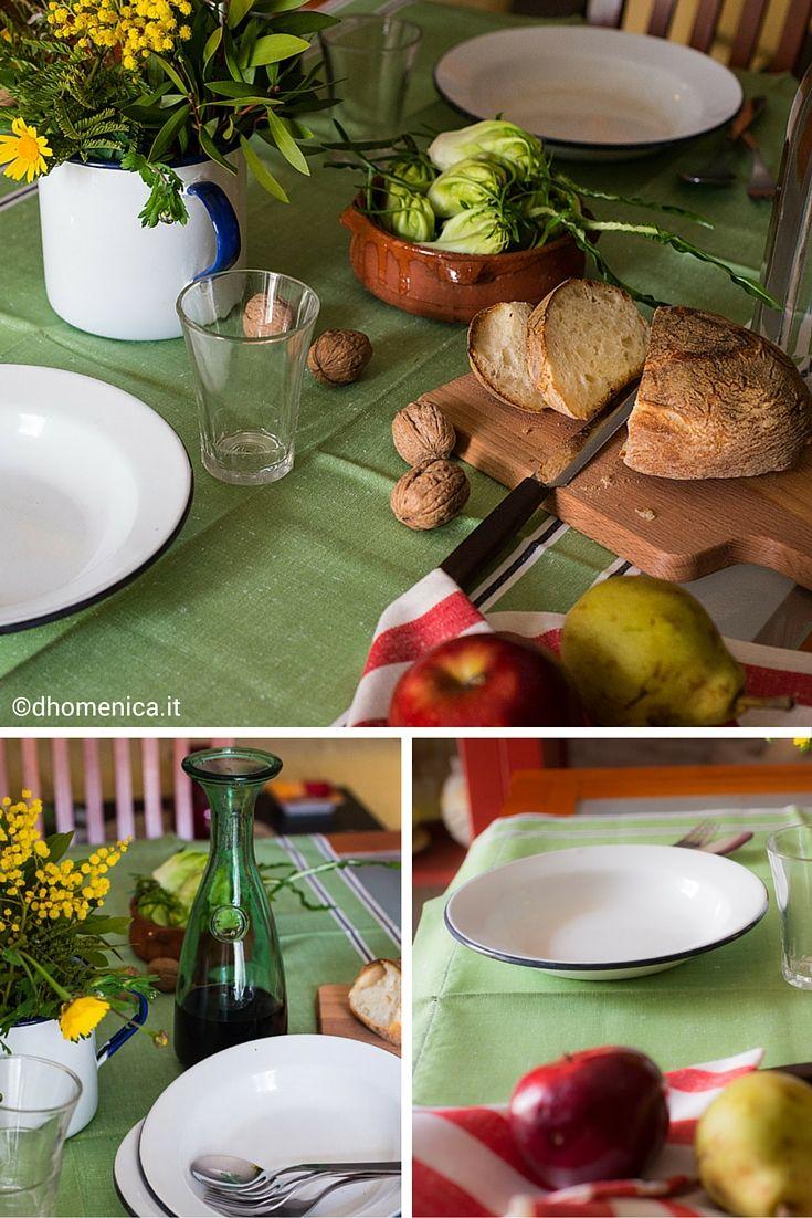 """Oggetti per la cucina e suppellettili appartenute alle nonne per una tavola """"old style"""". Una scelta di stile essenziale un po' retrò, dove ogni cosa racconta una storia. Cerca sul nostro blog il racconto """"La nostra tavola old style""""!"""
