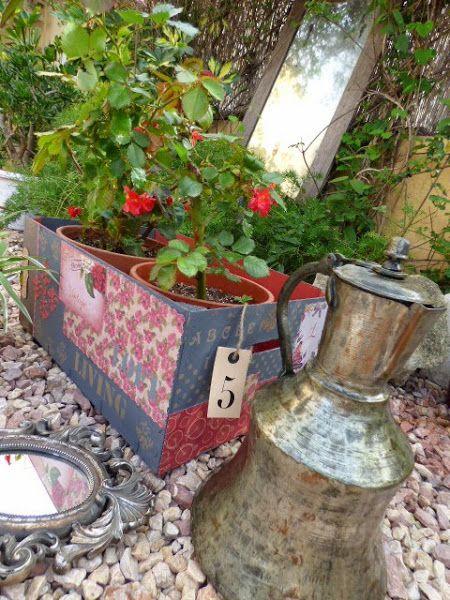 Cajón de fruta transformado en jardinera