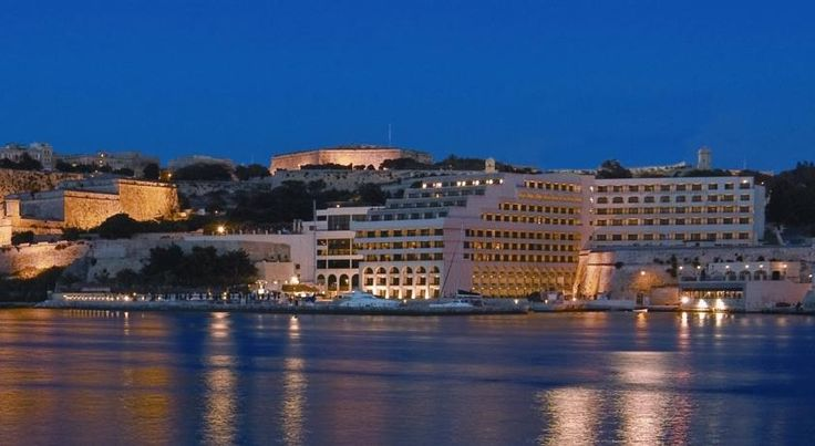 泊ってみたいホテル・HOTEL|マルタ島>バレッタ>ヴァレッタの歴史的中心部のすぐ外れに位置する海辺のホテル>グランド ホテル エクセシオール(Grand Hotel Excelsior)