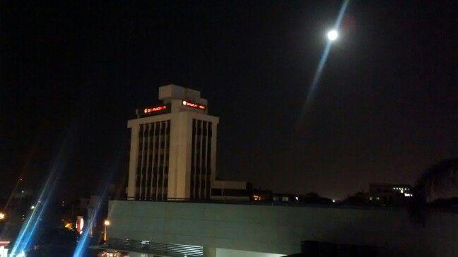 La luna de Barranquilla tiene una cosa de maravilla....