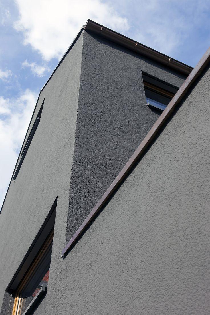 Energieeffekt: Die dunkle Fassade sieht nicht nur gut aus. Sie ist auch gut gedämmt - mit 14 Zentimeter dünnen Steinwolle-Dämmplatten.