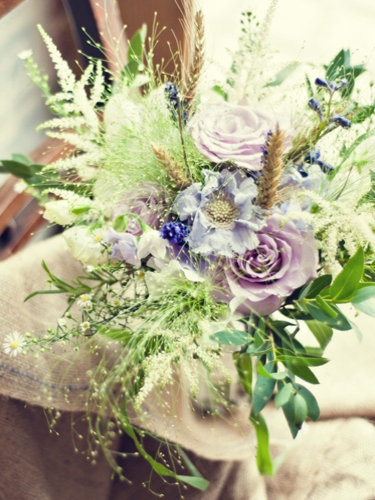 Love the use of the Panicum grass ans corn ears in this bouquet, adds a natural and wild element