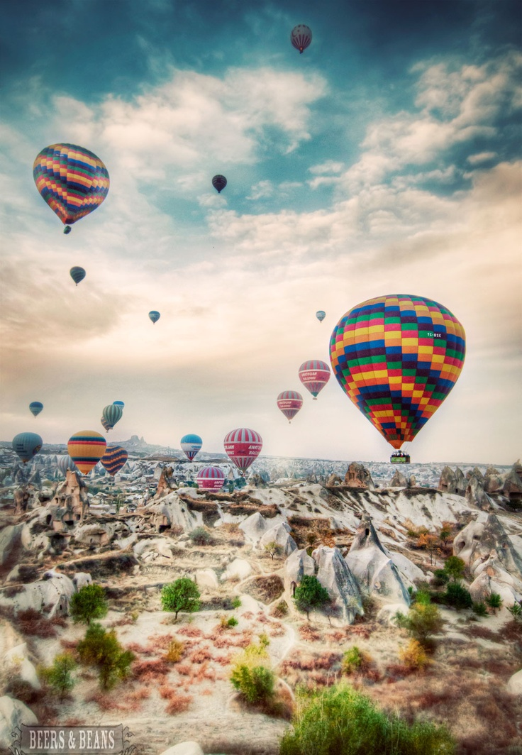 Flights of Fancy... Hot air balloon ride in Cappadocia, Turkey!!! via Beers & Beans >> Definitely on my list of awesome experiences I hope to have!