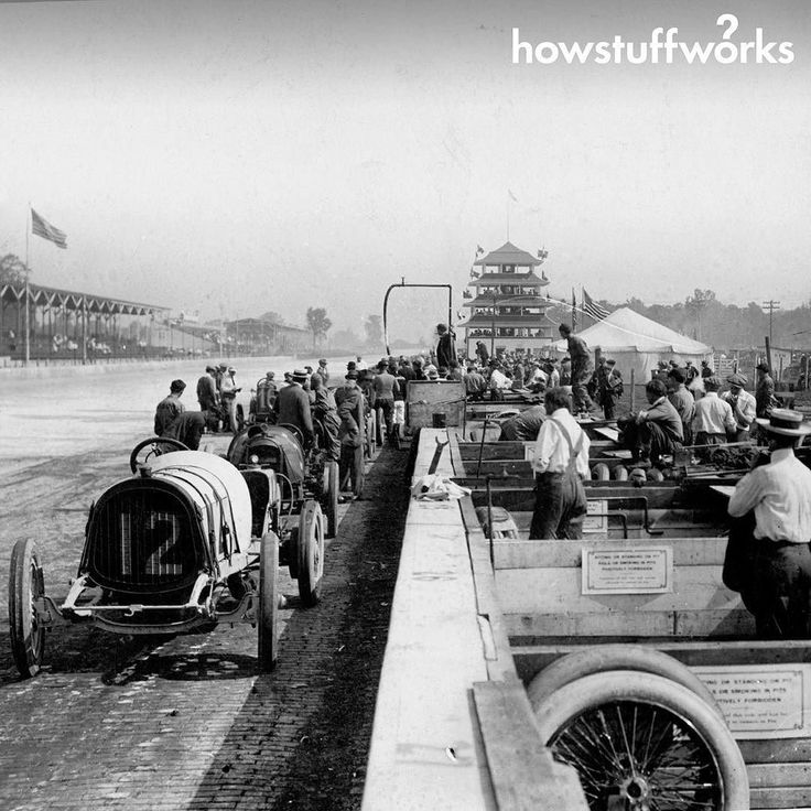 ThefirstIndy500was held atthe Indianapolis MotorSpeedwayonDecorationDay(what Memorial Day had been called prior to 1967)May301911runtoa600cubic inch(9800cc)maximumenginesizeformula.Ray HarrounpilotingaMarmonModel32-basedWaspraceroutfittedwithhisinventiontherearviewmirror wasdeclaredthewinneralthoughRalphMulfordprotestedtheofficialresult.ManyconsideredHarrountobeahazardduringtheraceashewastheonlydriver withoutaridingmechanicwhocheckedtheoilpressureandletthedriverknowwhentrafficwascoming but…