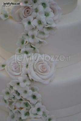 http://www.lemienozze.it/gallerie/torte-nuziali-foto/img27745.html  Dettaglio della decorazione della torta nuziale