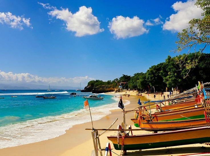 Bali ist das Paradies auf Erden!  Übernachte im All Seasons Hotel Bali Legian. Im Preis ab 1'229.- sind das Frühstück, der Flug sowie diversen Exkursionen inbegriffen.  Buche hier deine Traumferien: https://www.ich-brauche-ferien.ch/traumhafte-strandferien-in-bali-fuer-1229/