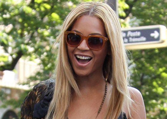 the most beautiful teeth in the world...: Queen Bey, Beyonce Surpri, Beyoncé Knowles, Things Beyoncé, Rich Beyonce, Chic Sunglasses, Beyonce Fashion, Queen Bees, Oooooohhhh Beyonce