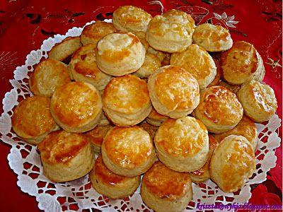 Kriszta konyhája- Sütni,főzni bárki tud!: Duplán sajtos pogácsa kelesztés nélkül avagy a legfinomabb pogácsa,amit valaha ettem:-)