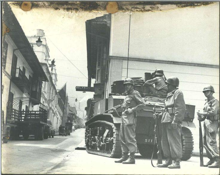 fondogaitan.wordpress.com  -  La policia y ejercito se dividió entre los que disparaban para controlar la revuelta y los que se unieron a ella.