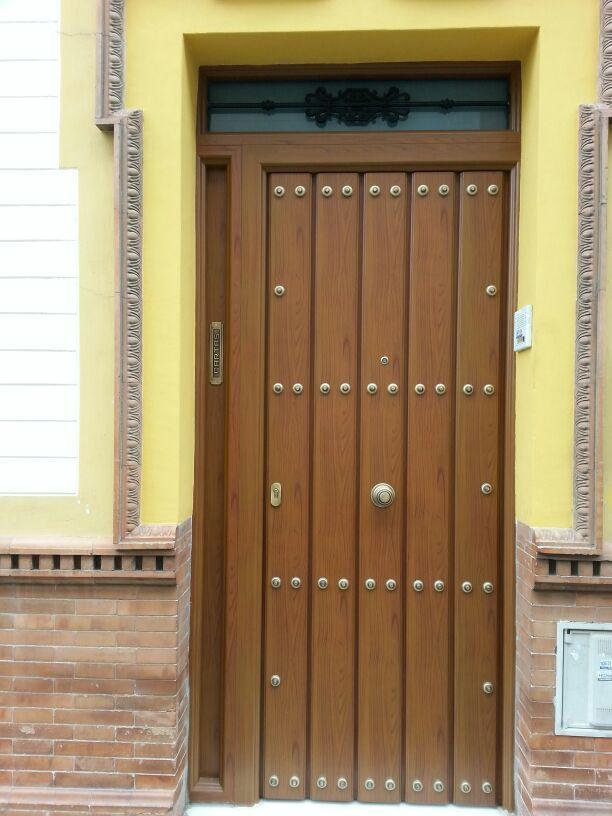 Puerta blindada de seguridad de aluminio y acero con fijo for Puertas de entrada de madera baratas