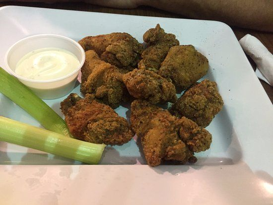 Salt and Pepper wing, Molson Brewhouse Calgary International Airport | 2000 Airport Dr NE, Calga