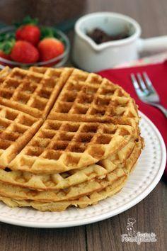Há pouco tempo ganhei do Marido uma máquina de fazer Waffles e não hesitei em procurar uma receita básica dessa maravilha no livro Por Uma Vida Mais Doceda Dani Noce. E qual não foi minha surpresa…