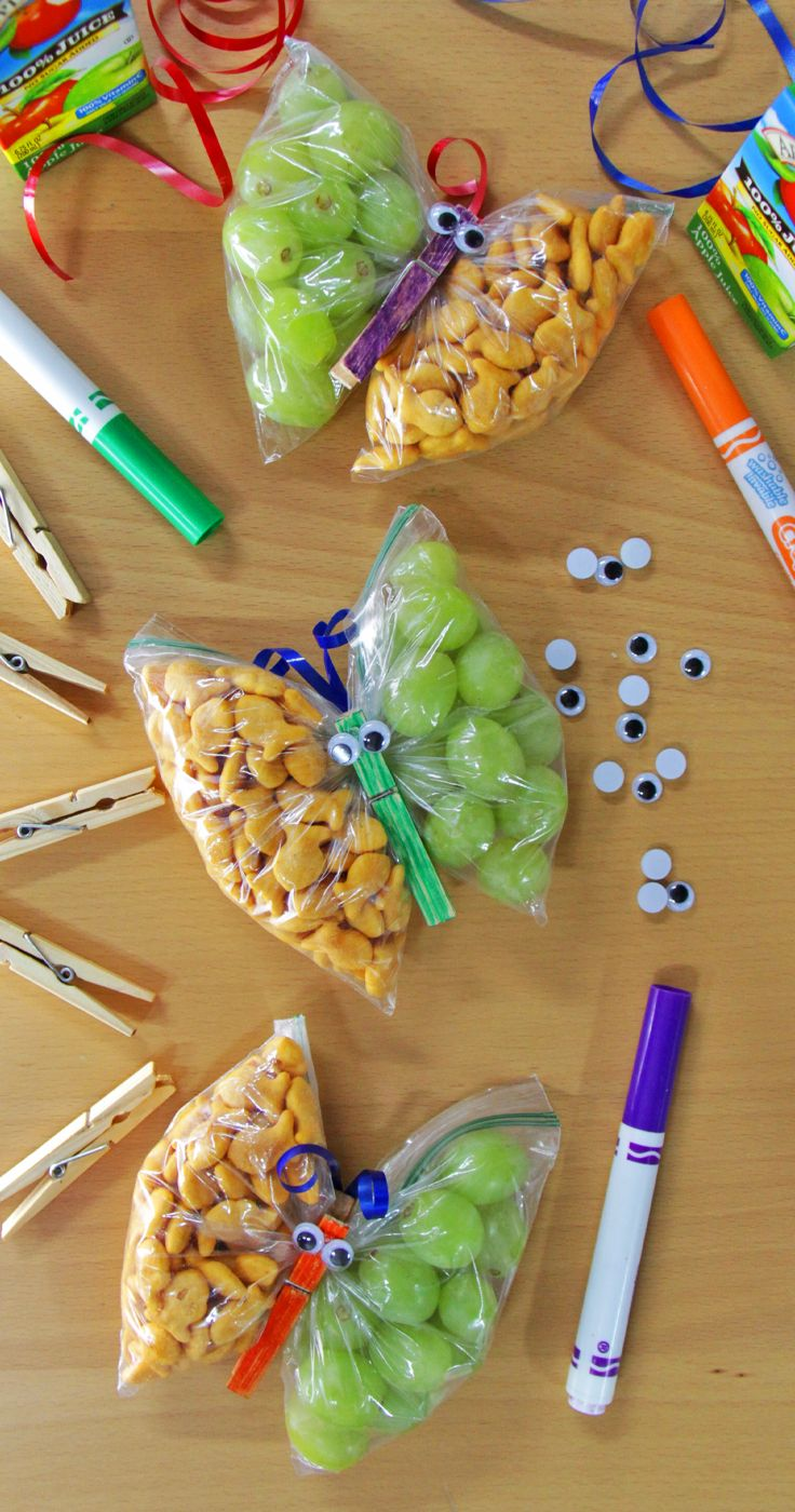 These butterfly snacks are perfect for the lunchbox! They are fun and give the kids multiple snack options.
