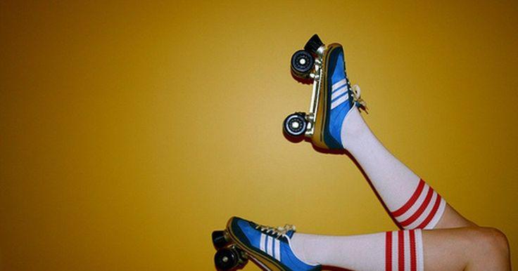 Dicas para patins quatro rodas. Patins quatro rodas são aquelas em que as rodas formam um retângulo. Não são tão populares hoje como eram antigamente, mas ainda garantem muita diversão. Considerado mais lento e mais estável do que o patins in line, o quatro rodas pode ser usado por qualquer pessoa, independente da idade ou tipo físico. Com o domínio dos conceitos básicos, o ...