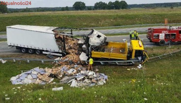 Ciężarówka wjechała w patrol autostradowy i stanęła w ogniu. Nie żyją dwie osoby