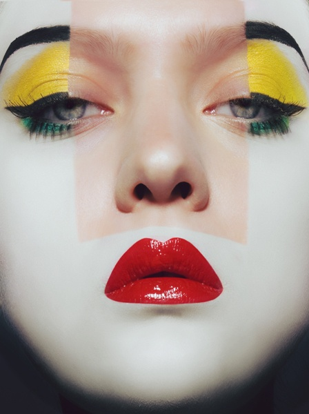 Awesome make-up. Reminds me broken spring a croos fashion collection between japanese ancient style and Mondrian color blocks !!!