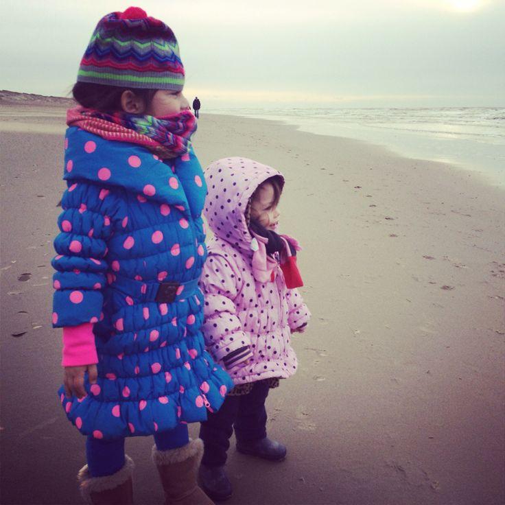 Rozemarijn & Olivia on the beach #julianadorp #mim-pi