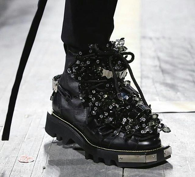 Men's hiker boots covered in elevated layers of shiny crystals and metal plates at @dsquared2  -------------------------------------------------------------------- @Regrann from @art8amby - #DSquared2 #FallWinter2017 chunky embellished boots. Photo via @nowfashion #MilanFashionWeek #MFW #MilanFashionWeekMenswear #MFWM #PittiUomo #fashionshow #FW2017 #menswear #art8amby #art8ambygram #art8ambynews #art8ambyfashion - #regrann  via VOLT MAGAZINE OFFICIAL INSTAGRAM - Celebrity  Fashion  Haute…