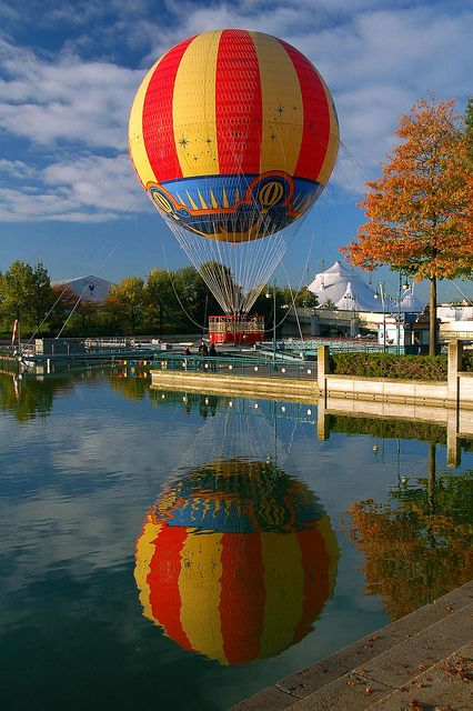 Panoramagique hot air balloon, Lac du Disney Village, Disneyland ...